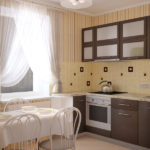 Светлая уютная кухня с мебелью в цвете венге