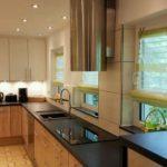 Три окна на просторной и светлой кухне