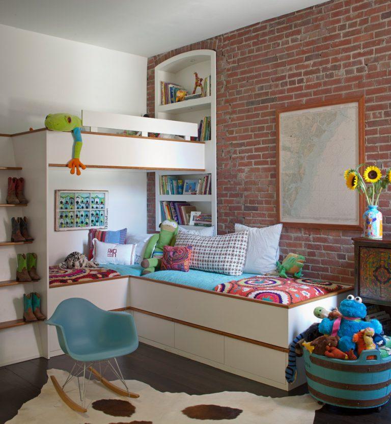 Двухъярусная кровать с угловым расположением спальных мест