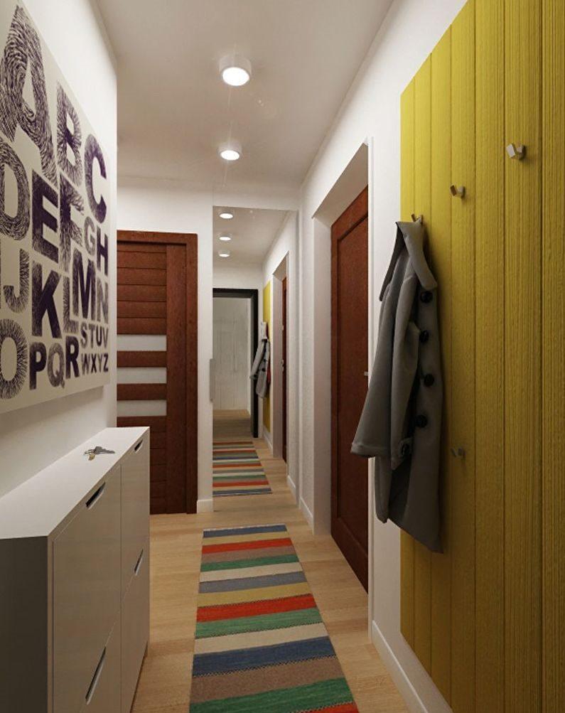 Узкая мебель в маленьком коридоре городской квартиры