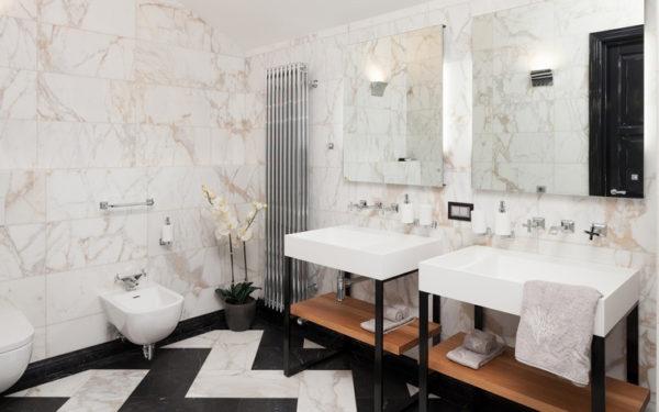 Ванная комната, отделанная мрамором