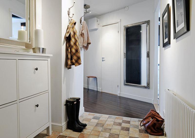Зеркало в интерьере коридора в частном доме