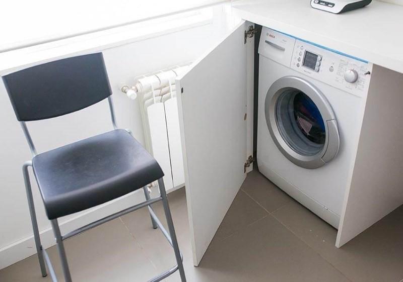 Встроенная стиральная машина на кухне в хрущевке
