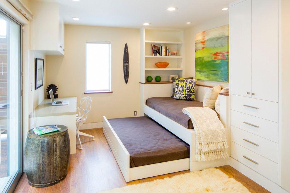 Выдвижная кровать-диван в детской комнате