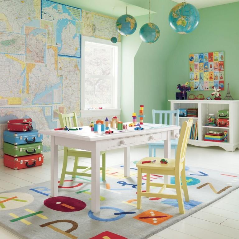 Глобусы на потолке детской комнаты