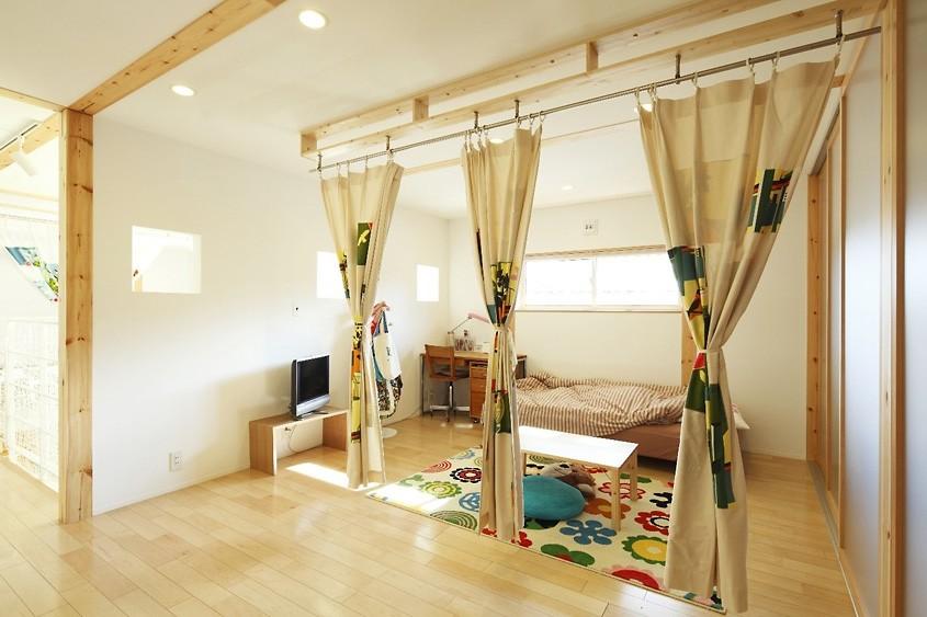 Зонирование шторами детской в японском стиле