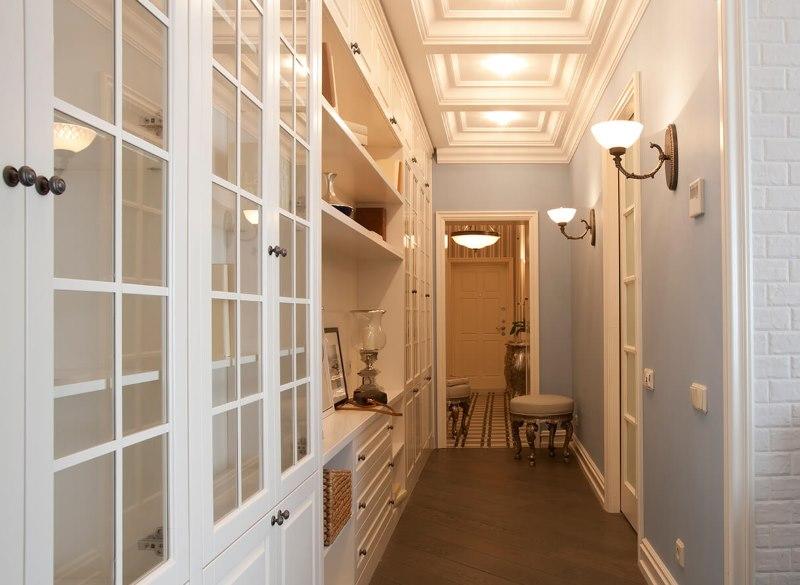 Обустройство длинного коридора в городской квартире