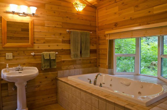 Деревянная обшивка стен в ванной комнате