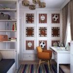 Письменный стол в комнате подростка