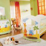 Красивая кроватка для новорожденного младенца