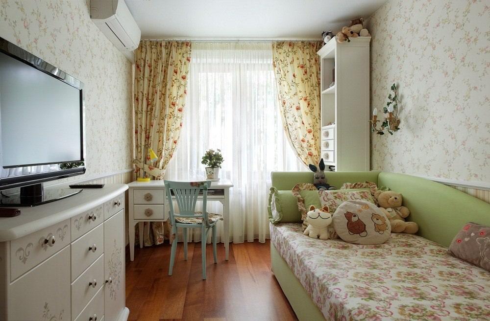 Небольшая спальня для девочки в стиле прованса