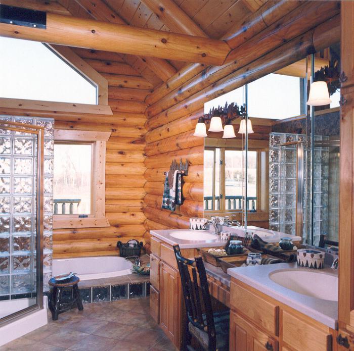 Два умывальника в ванной комнате деревянного дома