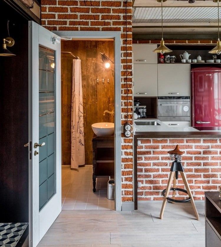 Дверь в совмещенную ванную стиля лофт