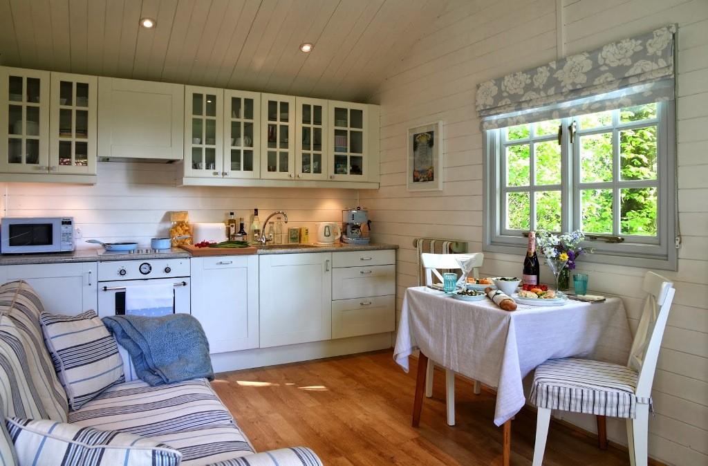 ещё ансамбль кухня в садовом домике фото месте