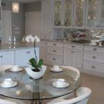 Кухонный стул со стеклянной столешницей