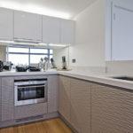 П-образная кухня в духе минимализма