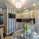 Угловая кухня в стиле классики