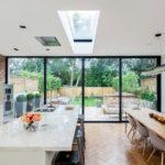 Панорамное остекление в кухне столовой