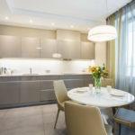 Дизайн кухни с круглым столом
