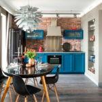 Серые занавески в интерьер кухни