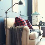 Раскладной диван вдоль кухонной стены