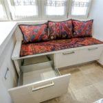 Выдвижные ящики в кухонном диване