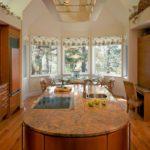 Кухонный остров с встроенной варочной поверхностью
