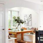Деревянный стол в белом эркере