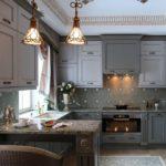 Интерьер современной кухни в серых тонах