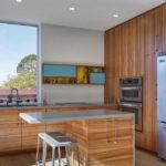 Дизайн кухни с мебелью из ламинированного ДСП