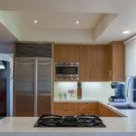 Встроенная варочная панель в кухонном полуострове