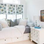 Римские шторы в интерьере современной спальни