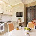 Обеденный стол в угловой кухне