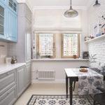 Белая полка над кухонным столом