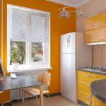 Желтые стены в интерьере кухни