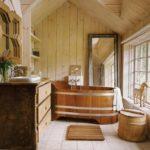 Деревянная ванна в загородном доме