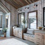 Римские шторы на окне ванной комнаты