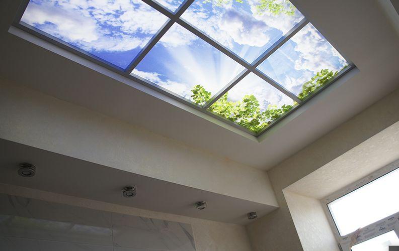 Фальш-окно на потолке кухни