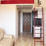 Красная лестница в интерьере квартиры