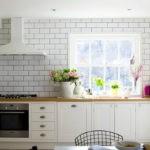 линейная кухня без верхних шкафов