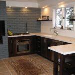 П-образная кухня без подвесных шкафов