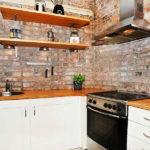 Рабочая зона кухни без верхних шкафов