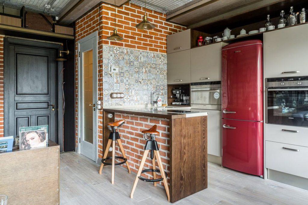 Кирпичная кладка в интерьере квартиры студии