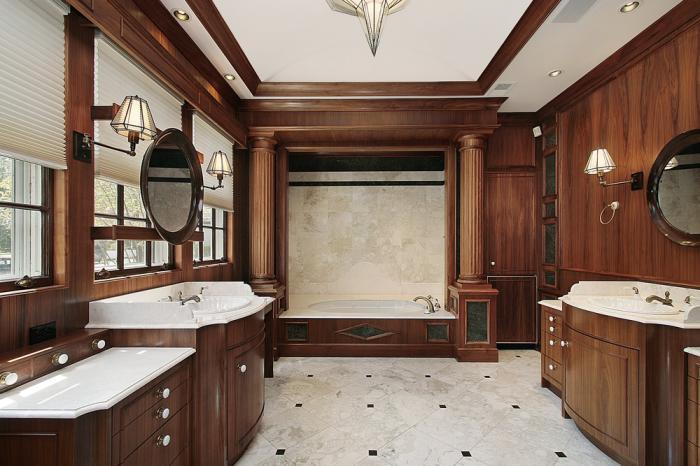 Деревянные тумбы в просторной ванной комнате