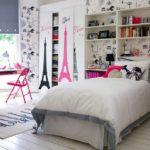 Парижские мотивы в интерьере комнаты для девочки