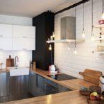Черный вентиляционный короб в интерьере кухни