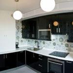 Черный фасады современного кухонного гарнитура