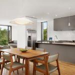 Кухня-столовая с панорамными окнами