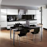 Обеденная зона на кухне в стиле хай тек
