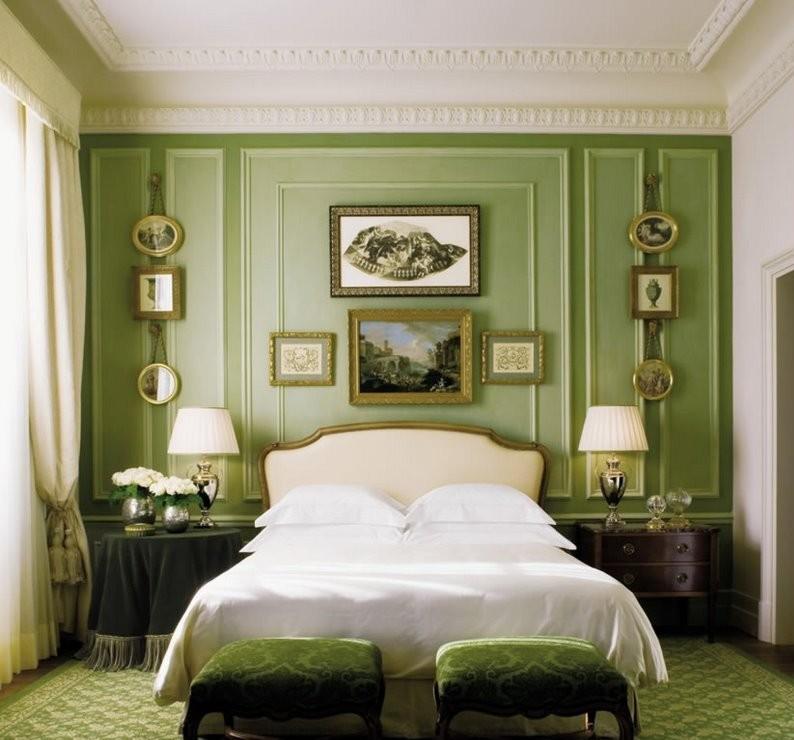 Классическая спальная комната небольшой площади